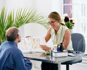 female-consult-76744305